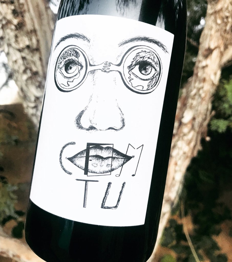 Com Tu wine label. Black and white label with a hand drawn, artistic face